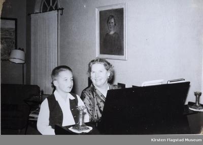Kirsten Flagstad med sitt barnebarn Sigurd Hall Dusenberry Phoenix