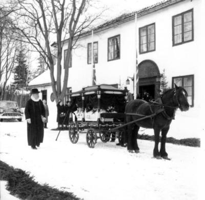 OMNIA - Fra Alf Mjøens begravelse