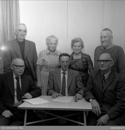 6b859e278129 Grupporträtt - Tierps pensionärsförening 30 år, Tierp, Uppland september  1973