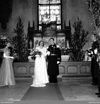 e2b2fabd45f0 Bröllop - brudparet Ahren - Johansson i Helga Trefaldighets kyrka, Uppsala