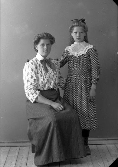 Enligt fotografens journal nr 2 1909-1915: Andersson, Hulda Ålebacken Spekeröd.
