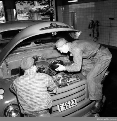 Anställda på BP Bensinstation i Huskvarna den 27 september 1956.