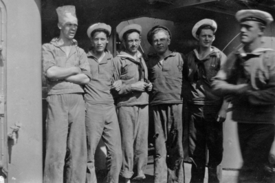 Fem sjömän och en kock. Värnpliktiga i flottan.