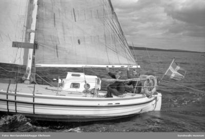 Lunkentuss anländer till Vindhem efter tre år till havs och världsomseglarna Gunnar Dahlgren och Dag Ekholm går i land.
