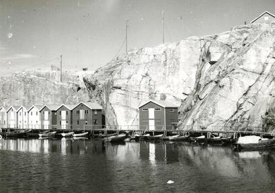 Bebyggelse i det inre av Smögens hamn.