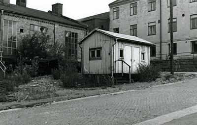Oskarshamns varv. Körcentralen. Kontorsbyggnaden till höger på bilden, smedjan till vänster.