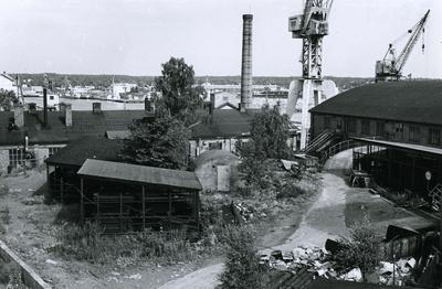 Oskarshamns varv. Plåtverkstad 14. i bakgrunden rörverkstaden. Till vänster rörförråd.