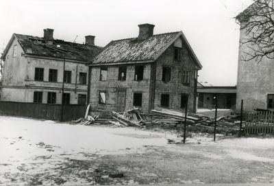 Oskarshamn. Kvarteret Gasellen. Gamla gården Nr. 1A (nu Nr. 3) vid Lilla Köpmangatan. Rivet februari 1959.
