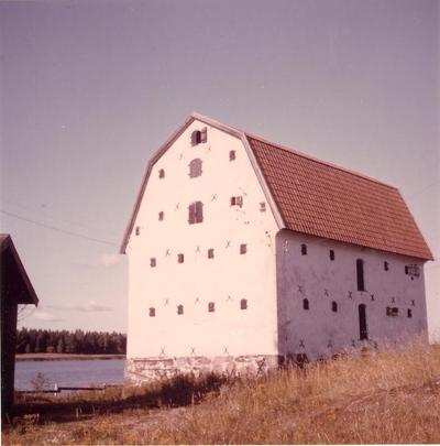 Hargs bruks lastageplats år 1969. Magasin av sten.