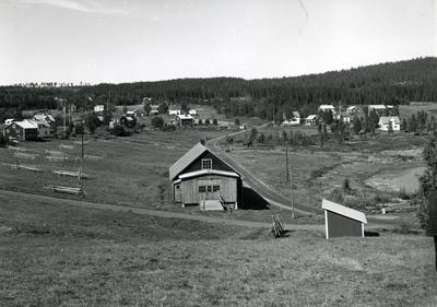 Ångermanland, Nordingrå sn. Bebyggelsen i Barsta fiskeläge. De flesta i Barsta äger ett småbruk