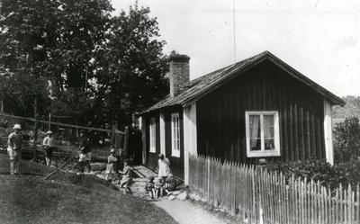 Ångermanland, Trysunda. Gävlefiskaren Vålbergs boning före ombyggnaden. Numera tillhörig fiskaren Algot Boman. Fotot från 1930-talet.