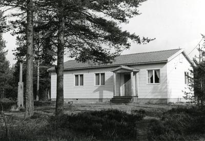Ångermanland, Trysunda. Den av hamnlaget gemensamt uppförda och ägda Trysundagården, byggd i början på 1950-talet. Syftet var att den skulle användas för samkväm av alla slag inom hamnen. Men sedan några år tillbaka är den mest uthyrd som sommarstuga.