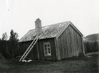 Fotografi av båtmanstorpet Lövvik i Noraströms sn, Ångermanland taget 1919.
