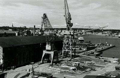Oskarshamns varv. Plåtverkstad 14. Till höger bädd 1 - kranarna desamma  som på bild Fo 17844 AF.