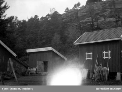 Enligt fotografen: Skee, Beateberg, ekonomibyggnader.