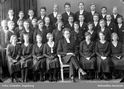 Enligt fotografens journal nr 6 1930-1943: Läsbarnen, Spekeröd Pastor Gustafsson.
