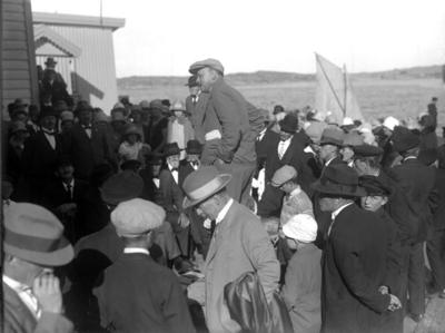 Enligt senare noteringar: Troligen auktion, någonstans vid Munkedals hamn. (BJ)