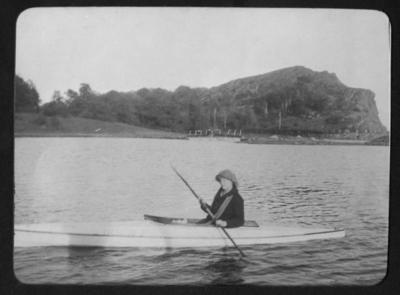 Kanotpaddling vid Sundsby vinter 1919