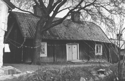 Enköping, Munksundet, kvarteret Klostret, (Änkehuset), fasad mot klosterruinen