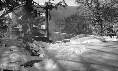'Tillbyggnaden 15 februari 1980. Södra ytterväggen tillbyggnaden. Snö., Byggnader ::  :: Ingår i serie med fotonr. 5527:69-216.'