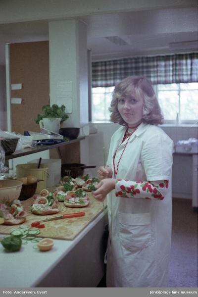 Britt-Marie Lydén (född Daag) arbetar som kallskänka på Kroatorpet i Huskvarna.