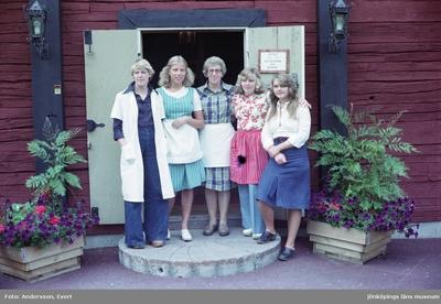 Personal på Kroatorpet i Huskvarna. Från vänster: Annika Mejving Lager (1), Kinna (2), Siri Bergström (3), Britt-Marie Lydén (4) och Helena Isacsson (5).