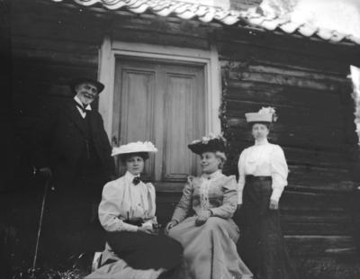 Vid jaktslottet. År 1906.
