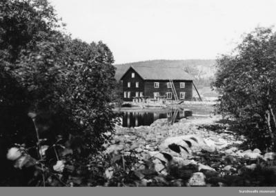 Sidsjö kvarn vid Sidsjöbäcken samt Staafs karta år 1847 över kvarnägarna,  Sidsjöbäcken.