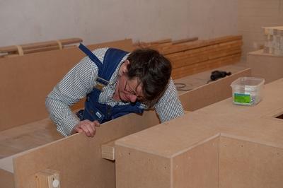 Snickare Michael Delden arbetar tillfällingt på Marinmuseum i Karlskrona med utställningen: YTSPÄNNING, kallt krig i Östersjön 1979-89.