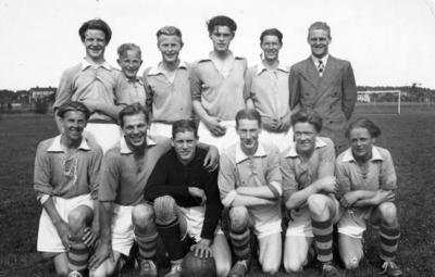 S.B.K. juni 1942. Vann våran division. (Södra bollklubben?)