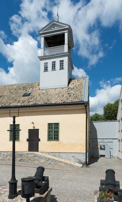 Fotodokumentation på Marinbasen i Karlskrona. Förrådshus, Kansligatan, byggdes i början av 1780-talet. En lanternin på taket som fungerat som signalplattform för optisk telegraf för att hålla kontakt med Kungsholmen och Drottningskär.