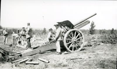Kanon m/1917. 10,5 cm. Grupperad. B 18, Skillingaryd.