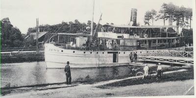 Karlsborg i början av 1900-talet. Parti från Göta kanal.