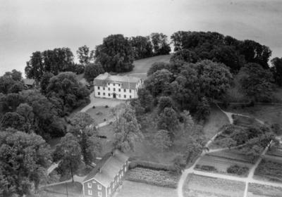 Flygfoto över Näsbyholm i Fryele, Värnamo kommun. Nr. H. 1894.
