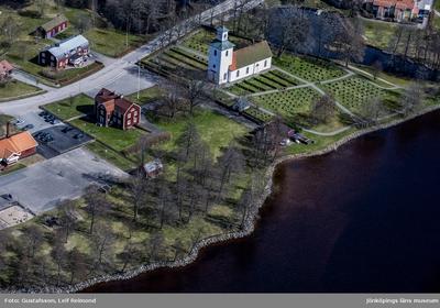 Flygfoto över Ramkvilla kyrka i Vetlanda kommun.