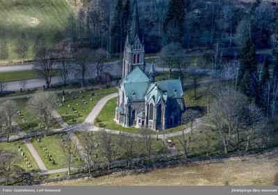 Flygfoto över Vallsjö kyrka i Sävsjö kommun.