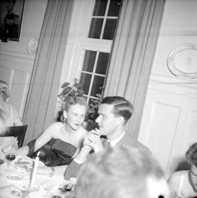 Årets höjdpunkt på mässen var den traditionstyngda Höstmiddagen med fruar.  Personer: Barbro Hjelm och Bror Johan Geijer. Placering, se bild 2.