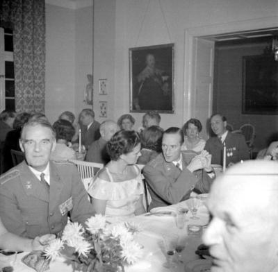 Årets höjdpunkt på mässen var den traditionstyngda Höstmiddagen med fruar.  Personer: Malcolm Fritz, Tatjana Hamilton, Gunnar Ekelund, Ulla Fagerberg, Dag Nordenskjöld och Gustaf Fritz. Placering, se bild 2.