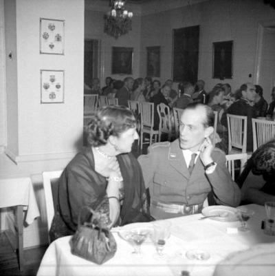 Årets höjdpunkt på mässen var den traditionstyngda Höstmiddagen med fruar.  Personer: Lilian Sörholm och Stig Ritzén. Placering, se bild 2.