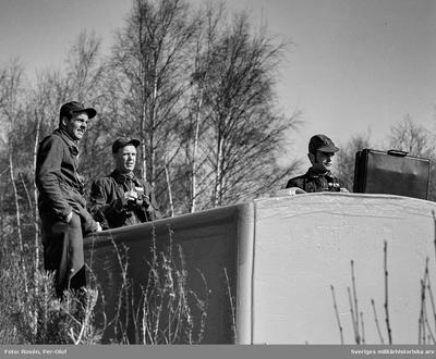 Kapten Jaakko Bergqvist, Överstelöjtnant Uno Hellkvist och Kapten Bo Ohlsson  vid ett av värntornen.