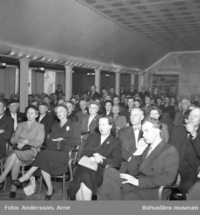 Enligt notering: Jarl Hjalmarsson (högern) talar på Gästis (500 personer) för tidningen Västsverige 24-3-56.