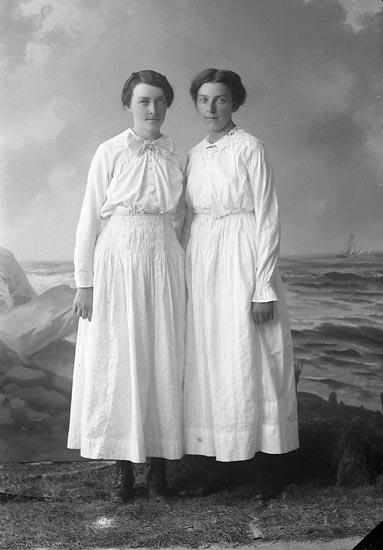 Enligt fotografens journal nr 3 1916-1917: Nilsson, Augusta Brudhammar Här.