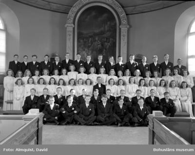 Uppgift enligt fotografen: Uddevalla. Konfirmation. U-a kyrkan. Lektor Bergentz.