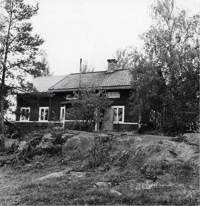 Öregrund. Byggnad vid Rörhamns varv.