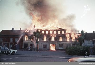 Branden på Målargatan vid Östra torget i Jönköping. Bilden tagen från Kanalgatan - Målargatan mot söder.