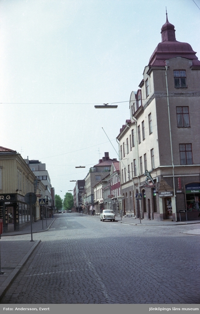 En del av Klostergatan, en affärsgata i Jönköping.
