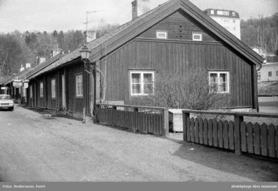 Smedbyn i Huskvarna, De låga husen på båda sidor om Smedbygatan byggdes i mitten av 1700-talet för de smeder, som där hade sin manufaktur. Idag har många konstnärer  sin verksamhet där.