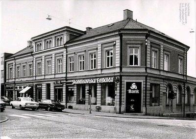 S:t Olofsgatan 5, SE-banken och affärer.