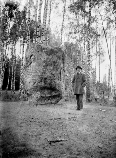 Ljungberg vid stenen.