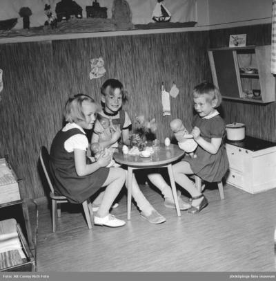 Verksamhet på barnträdgård i Huskvarna år1955.